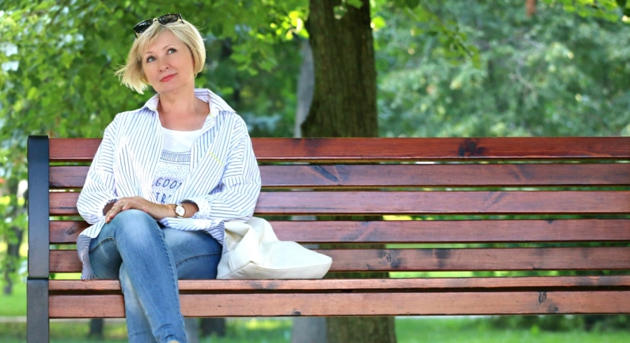 woman-bench-stand-by-blonde-157622crop